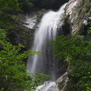 中心村山景瀑布